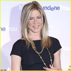 Jennifer Aniston: Directing Short Film about Breast Cancer