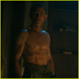 Daniel Craig: Shirtless for 'Cowboys & Aliens' Trailer!