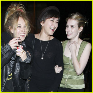 Emma Roberts & Juno Temple: Zelda Williams Sandwich!