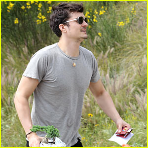 Orlando Bloom: Bonsai Tree Buy!