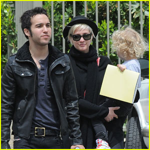 Ashlee Simpson & Pete Wentz: Travel Town with Bronx!