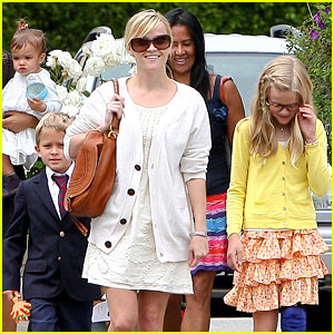 Reese Witherspoon: Easter Sunday with the Family!