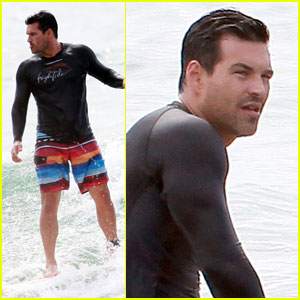 Eddie Cibrian: Surf's Up!