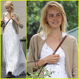 Isabel Lucas: Los Feliz with Friends!