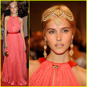 Isabel Lucas - MET Ball 2011