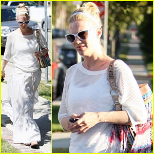 January Jones: Santa Monica Getaway