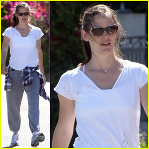 Jennifer Garner: Weekend Walk