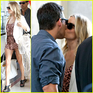 LeAnn Rimes & Eddie Cibrian: Security Smooch!
