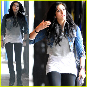Lourdes Leon: Feather in her Hair!