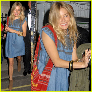 Sienna Miller: Smiley Stage Door Lady!