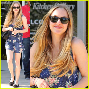 Amanda Seyfried Goes 'Gently Down The Stream'