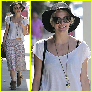 Ashlee Simpson Shops 'Til She Drops