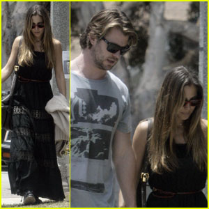 Chris Hemsworth & Elsa Pataky: Strolling Sweethearts