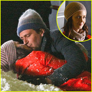 Emily Blunt &#038; Jason Segel: Kiss Kiss!