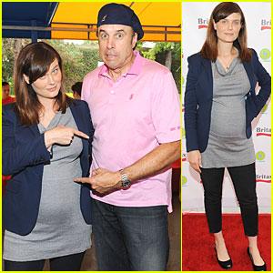 Emily Deschanel: Baby Bump at Mini Golf!