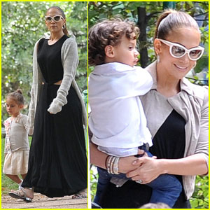 Jennifer Lopez: Park Playdate with Max & Emme!