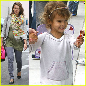 Jessica Alba: Lunch with Honor & Grandma!