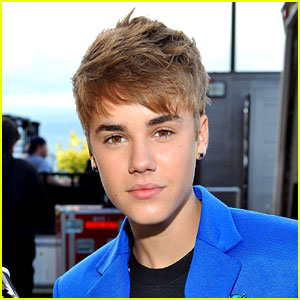 Justin Bieber Movie on Justin Bieber  Earrings At The