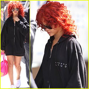 Rihanna: Navy Sweatshirt in Toronto!