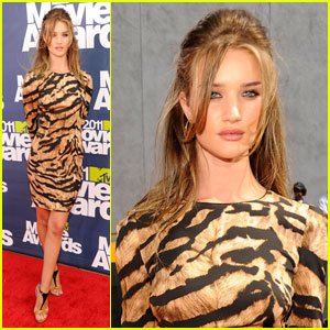 Rosie Huntington-Whiteley - MTV Movie Awards 2011 Red Carpet
