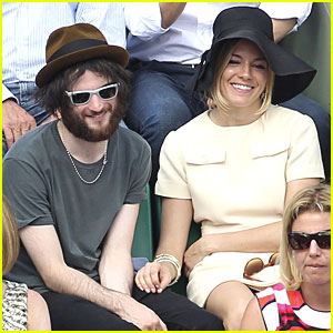 Sienna Miller &#038; Tom Sturridge: French Open PDA!