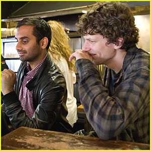 Jesse Eisenberg & Aziz Ansari Pass Out Pizza