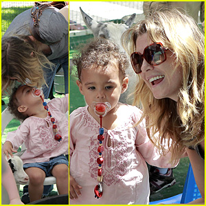 Ellen Pompeo: Zoo Kiss With Stella