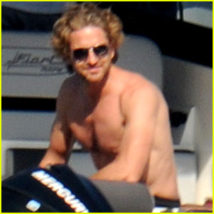 Gerard Butler: Shirtless Boat Ride in Ischia!