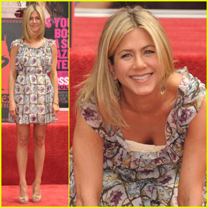 Jennifer Aniston: Hand & Footprint Ceremony!