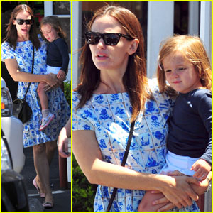 Jennifer Garner: Country Mart Mommy