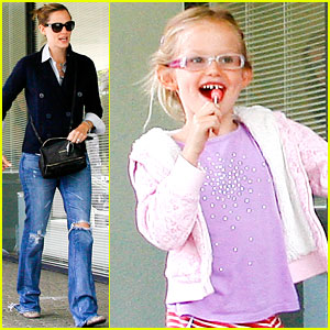 Jennifer Garner & Violet: Lollipop, Lollipop!