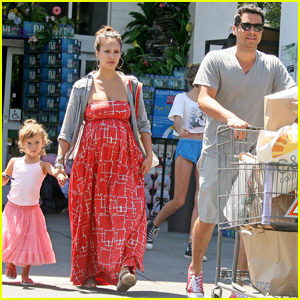 Jessica Alba: Bristol Farms With Cash and Honor!
