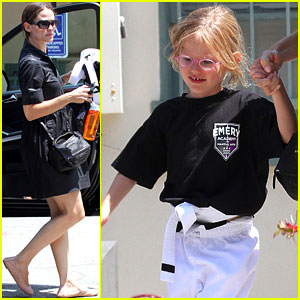 Violet Affleck: Jennifer Garner's Karate Kid!