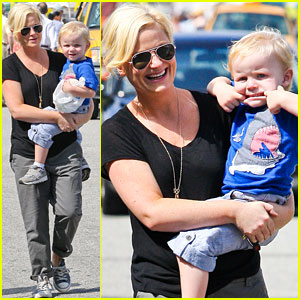 Amy Poehler: Funny Faces with Archie!