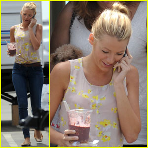 Blake Lively: 'Gossip Girl' Cell Phone Break