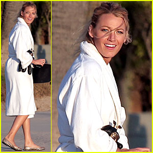 Blake Lively: Skateboarding on 'Gossip Girl' Set!