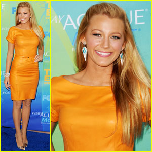 Blake Lively - Teen Choice Awards 2011 Red Carpet