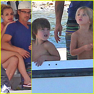 Britney Spears: Boatride with Jason Trawick and the Kids!
