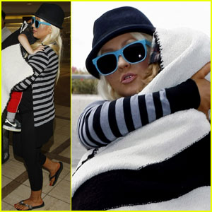 Christina Aguilera Leaves L.A. With Max & Matt