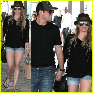Hilary Duff & Mike Comrie: Strolling Sweethearts!