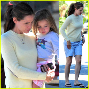 Jennifer Garner: Pizza with Violet & Seraphina!