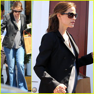 Jennifer Garner Steps Out After Pregnancy Announcement