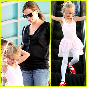 Jennifer Garner Takes Violet to Ballet Class