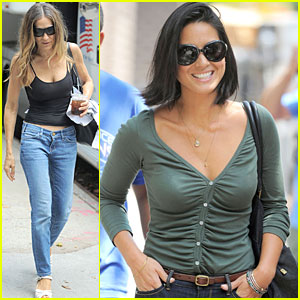 Olivia Munn Checks JustJared.com On Set