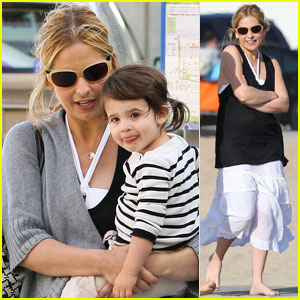 Sarah Michelle Gellar: Beach Day with Charlotte!
