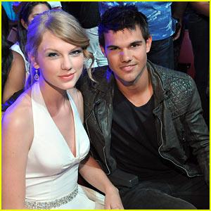 Taylor Swift & Taylor Lautner Reunite at Teen Choice Awards