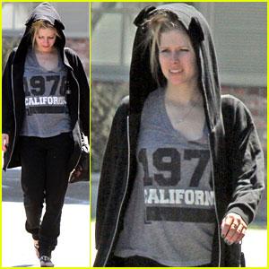 Avril Lavigne: Crossing the Atlantic for Black Star Tour!