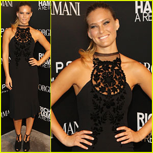 Bar Refaeli: Art Opening in the Big Apple!