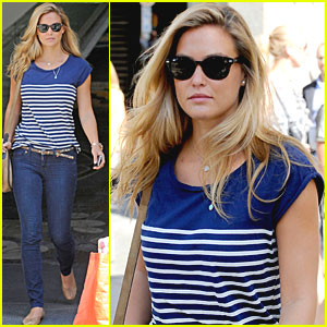 Bar Refaeli: Amusement Park in Barcelona!