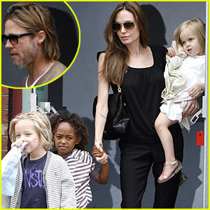 Angelina Jolie & Brad Pitt: Smurfs with the Kids!